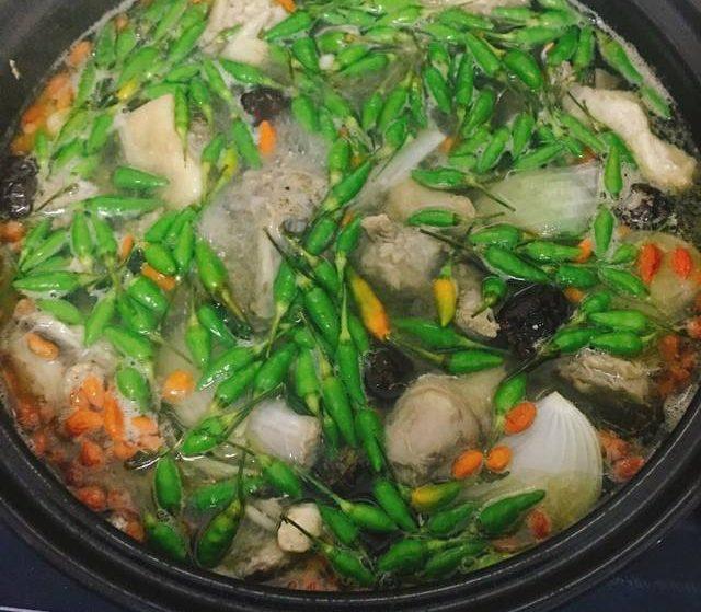 Cách nấu gà tiềm ớt hiểm cực kỳ bổ dưỡng, ăn là ghiền